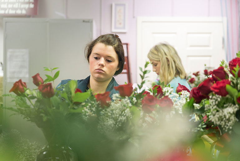 students preparing roses for Valentine